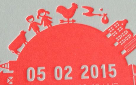 Letterpress geboortekaartje wereldbol fluor oranje