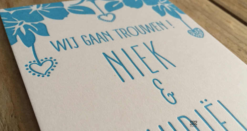 letterpress trouwkaart hawaii bloemen zee